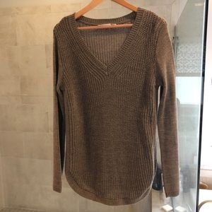 RD Style v neck sweater with curved hem.